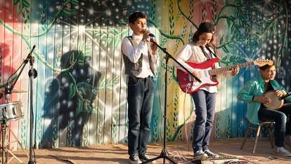 歌声にのった少年 Ya tayr el tayer_e0040938_15353480.jpg