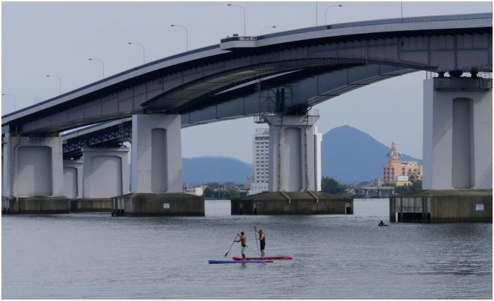 < 琵琶湖大橋 >_c0036080_12104293.jpg