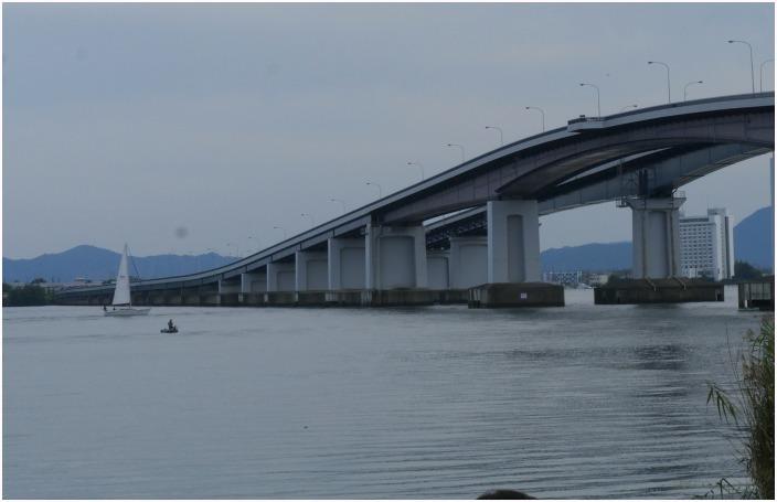 < 琵琶湖大橋 >_c0036080_12110064.jpg