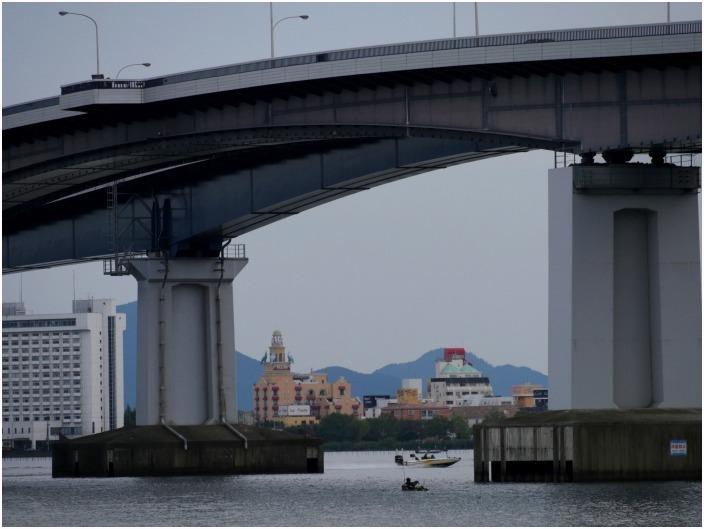 < 琵琶湖大橋 >_c0036080_12250297.jpg
