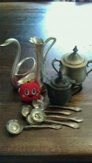 玄関脇の蔓外しと草むしり と銀・銅食器の磨き方 とハハの眼_d0078532_023533.jpg