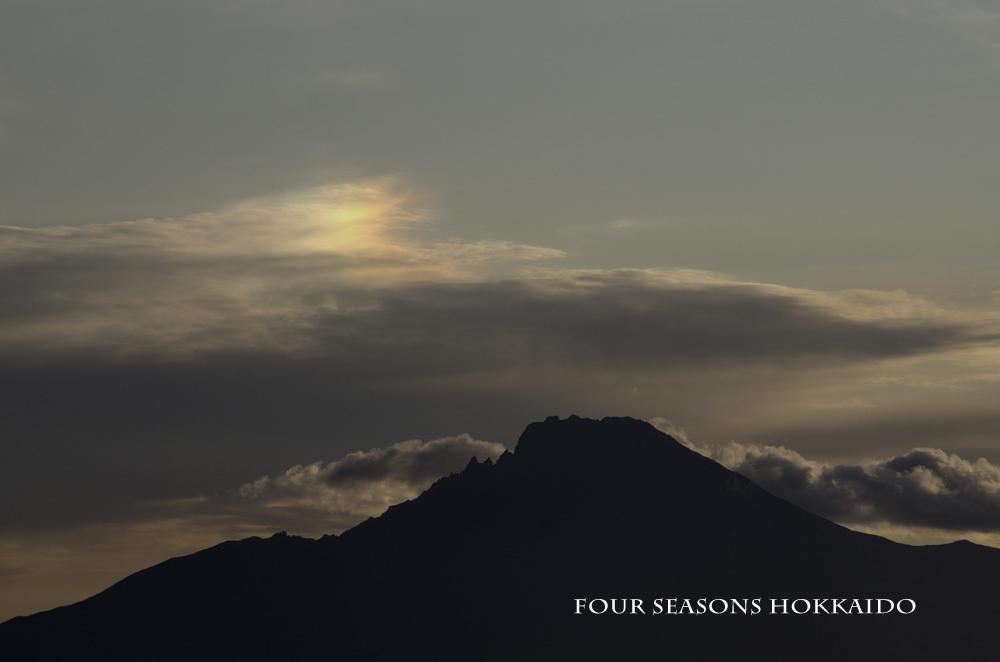 利尻富士の上空に_f0152939_11363288.jpg