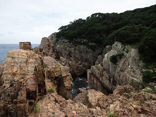 柱状石の奇岩が織りなす隠れた秘境_e0022047_23134826.jpg