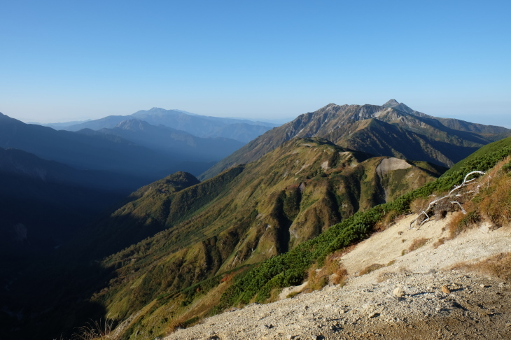 秋の北アルプス 鏡平から西鎌尾根を経て槍ヶ岳へ_e0231387_20554349.jpg