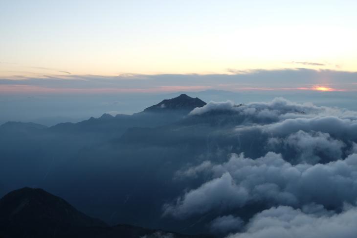 秋の北アルプス 鏡平から西鎌尾根を経て槍ヶ岳へ_e0231387_21084451.jpg
