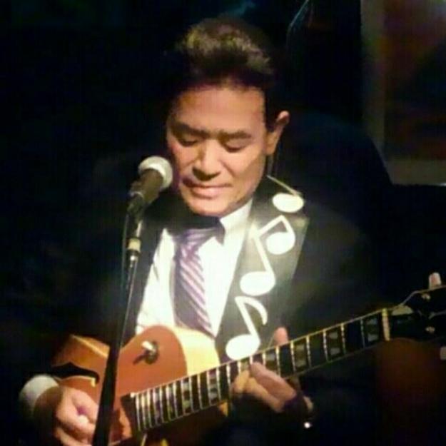 ギターを弾くと肩が痛みます😉_e0119092_12100573.jpg