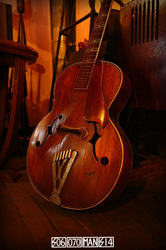 1950s Vintage CALACE ブルージーなピックギター_e0243096_07572561.jpg