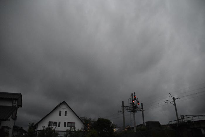 迫る雨雲にあせるぜ (^_^;)_c0049299_23045844.jpg