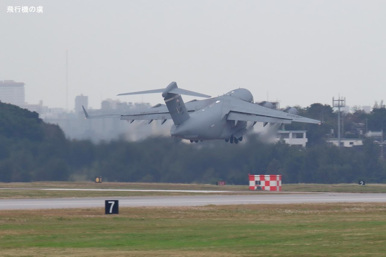 反転  グローブマスターⅢ  アメリカ空軍_b0313338_00321365.jpg