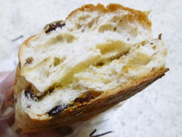 ぶどう好きのぶどうパン@ミニストップ_c0152767_22112356.jpg