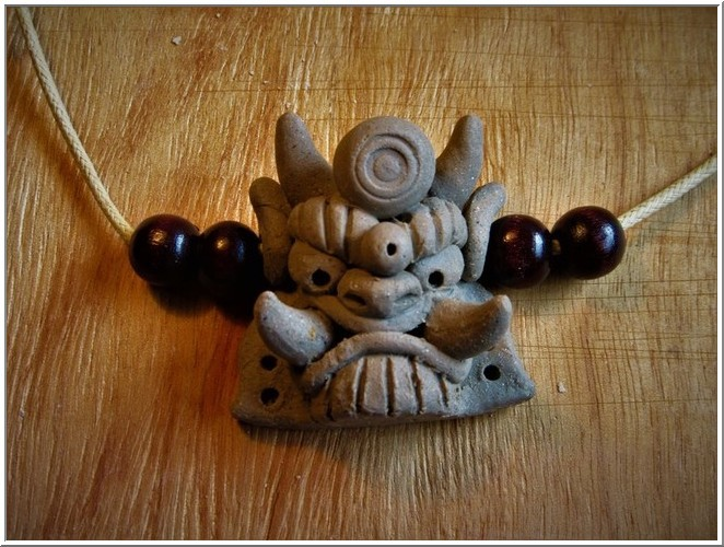 乾燥したミニミニ鬼面に、紐を通してウッドビーズを付て完成イメージ・・・_b0104092_23065201.jpg