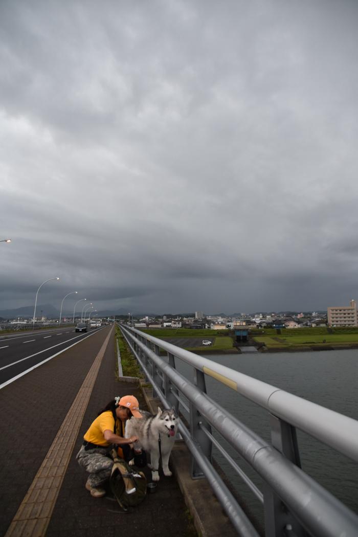 迫る雨雲にあせったぜ (^_^;) _c0049299_17544239.jpg