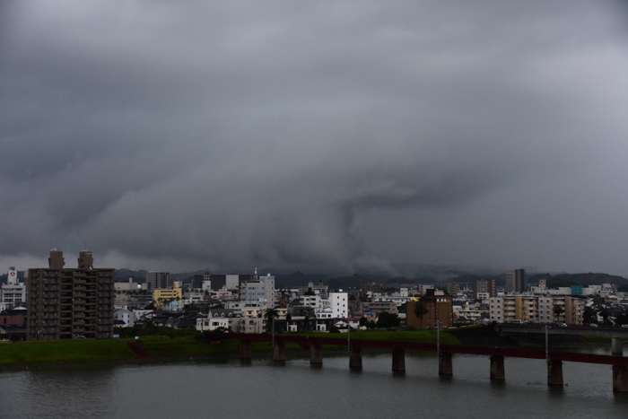 迫る雨雲にあせったぜ (^_^;) _c0049299_18034813.jpg