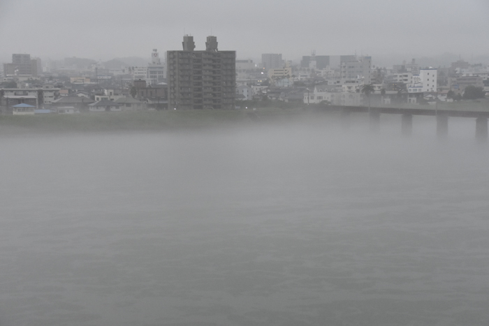 迫る雨雲にあせったぜ (^_^;) _c0049299_18110752.jpg