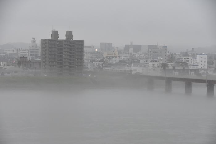 迫る雨雲にあせったぜ (^_^;) _c0049299_18114782.jpg