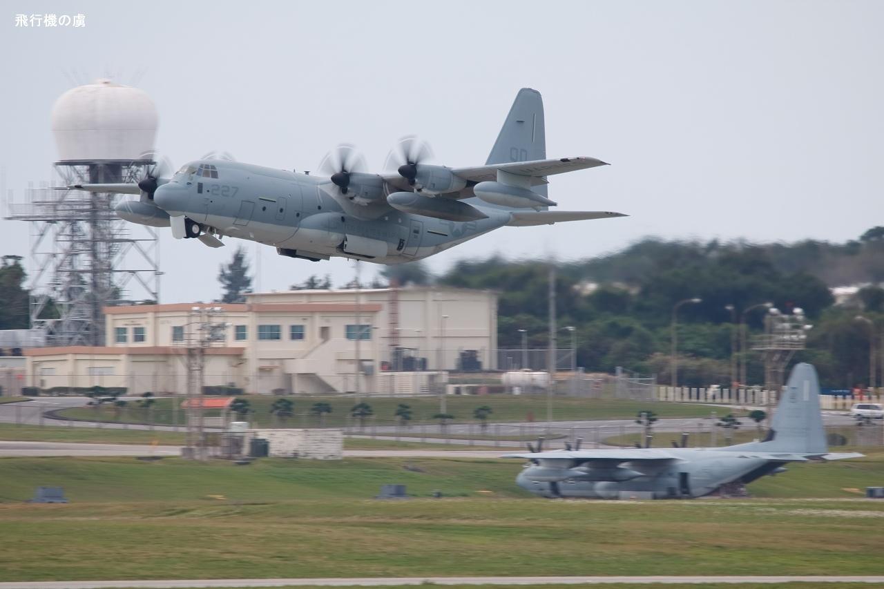 離陸中 と 駐機中  C-130  アメリカ海兵隊_b0313338_22174903.jpg