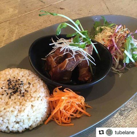 ほろほろに煮込んだ豚の角煮の玄米付きプレート / Cafe TUBE LANE_c0222907_21080161.jpg