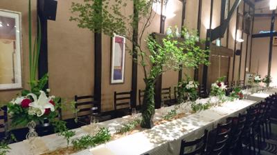 博多百年蔵 会場装花(白&グリーンにポイントで赤を....)_e0149863_23345344.jpg