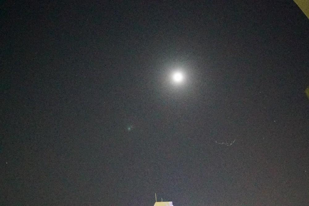 月と渡り鳥_a0095470_00593841.jpg