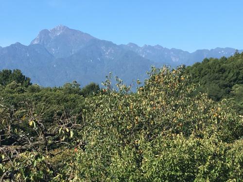 10月1日 快晴の甲斐駒ヶ岳。紅葉🍁は、山頂から中腹まできてます。_d0338282_09592828.jpg
