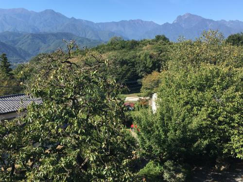 10月1日 快晴の甲斐駒ヶ岳。紅葉🍁は、山頂から中腹まできてます。_d0338282_10000082.jpg