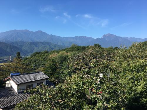 10月1日 快晴の甲斐駒ヶ岳。紅葉🍁は、山頂から中腹まできてます。_d0338282_10000387.jpg