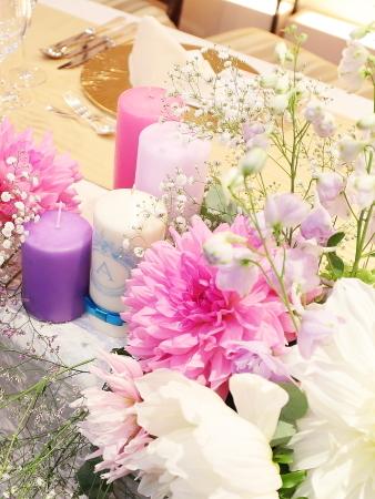 秋の装花 ダリアのピンクとカスミソウの白と、デルフィニウムの紫、そしてキャンドル_a0042928_22264359.jpg