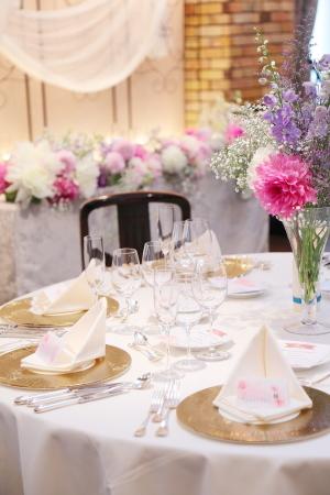秋の装花 ダリアのピンクとカスミソウの白と、デルフィニウムの紫、そしてキャンドル_a0042928_22265896.jpg