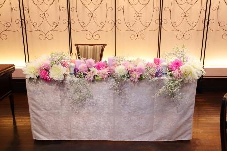 秋の装花 ダリアのピンクとカスミソウの白と、デルフィニウムの紫、そしてキャンドル_a0042928_22270340.jpg