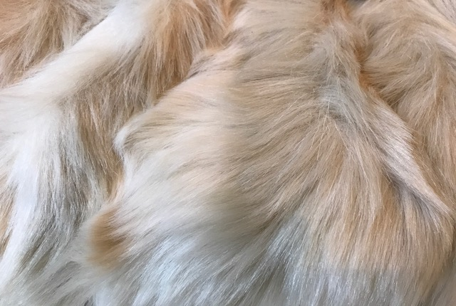 今月仕入れたばかりのふわふわ毛皮バッグもサローネへ!_f0181251_18243231.jpg