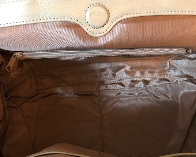 今月仕入れたばかりのふわふわ毛皮バッグもサローネへ!_f0181251_18334259.jpg