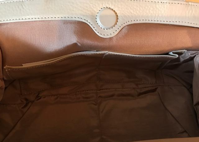今月仕入れたばかりのふわふわ毛皮バッグもサローネへ!_f0181251_1833946.jpg