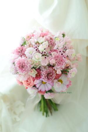 クラッチブーケ、ピンクの小花を集めて  魂を削るヘタレ_a0042928_09111591.jpg