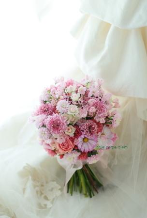 クラッチブーケ、ピンクの小花を集めて  魂を削るヘタレ_a0042928_09112484.jpg