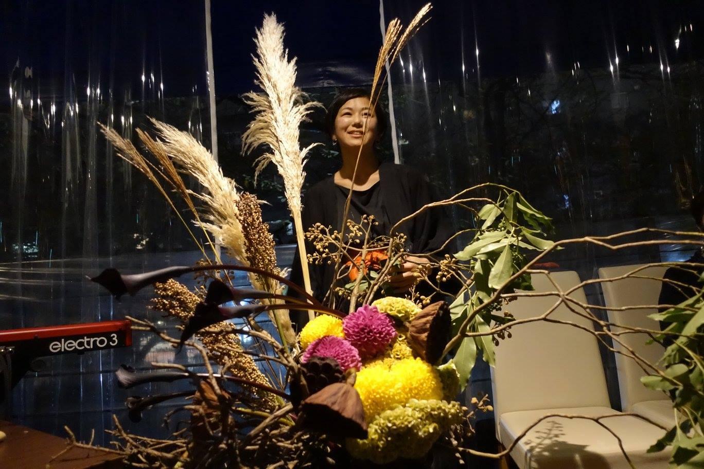 6日は「観月祭」 中秋の名月のライブパフォーマンスを行いました_c0072971_17170669.jpg