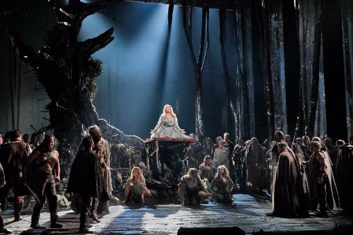 NYにいるなら絶対観るべき、今シーズンのオペラ-Norma_d0240098_09472483.jpg