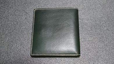 万双の二つ折り財布エイジング報告(2年) 『万双』ブライドルミニ財布(ダークグリーン)_c0364960_18410298.jpg
