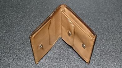 万双の二つ折り財布エイジング報告(2年) 『万双』ブライドルミニ財布(ダークグリーン)_c0364960_18413667.jpg