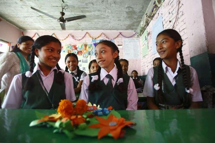元「生き神」の12歳少女が初登校、クマリ退任で ネパール _b0064113_16153260.jpg