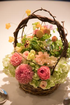 秋の会場装花 如水会館様へ、コスモスとりんごとバスケット_a0042928_12352068.jpg