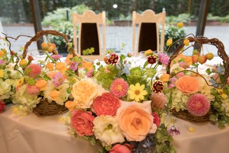 秋の会場装花 如水会館様へ、コスモスとりんごとバスケット_a0042928_12352981.jpg