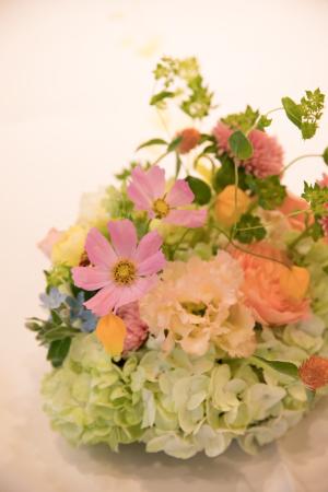 秋の会場装花 如水会館様へ、コスモスとりんごとバスケット_a0042928_12354098.jpg