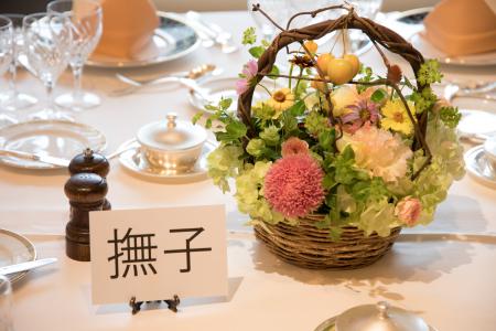 秋の会場装花 如水会館様へ、コスモスとりんごとバスケット_a0042928_12363825.jpg