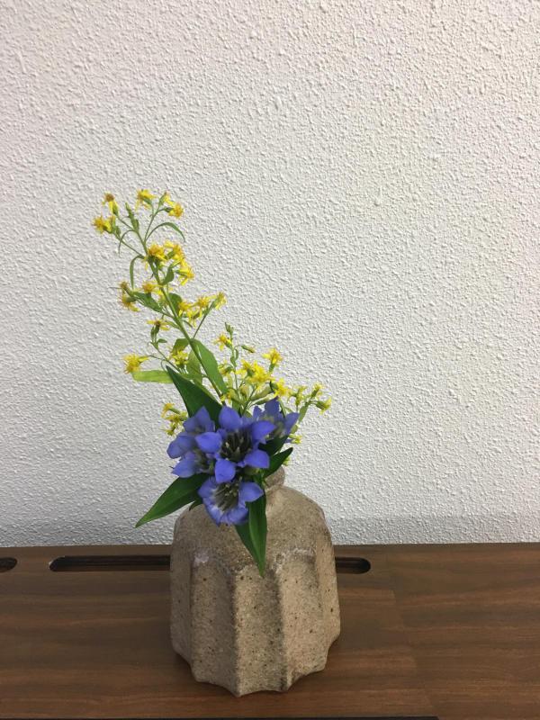 秋のお茶花と生け花のお稽古_c0195496_18385562.jpg