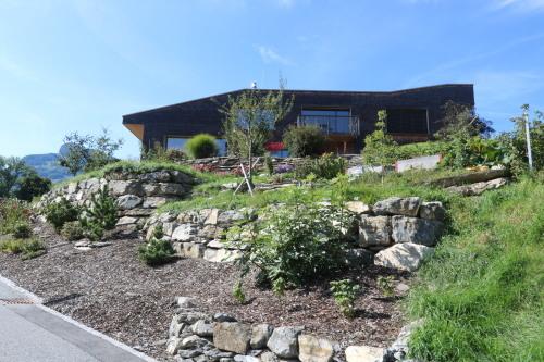 東スイス・西オーストリア研修:フォンタナス村の家 1外観_e0054299_14343483.jpg