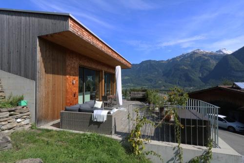 東スイス・西オーストリア研修:フォンタナス村の家 1外観_e0054299_14350664.jpg