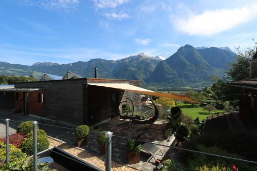 東スイス・西オーストリア研修:フォンタナス村の家 1外観_e0054299_14354723.jpg
