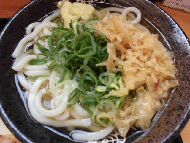 昼食でお世話になる「はなまるうどん」 定期券で天ぷら1品無料は魅力_f0141310_07021506.jpg