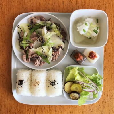 豚肉とじゃがいもの塩昆布炒め_b0102217_16335693.jpg