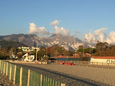 カッラーラは海あり、山あり_d0136540_05403852.jpg